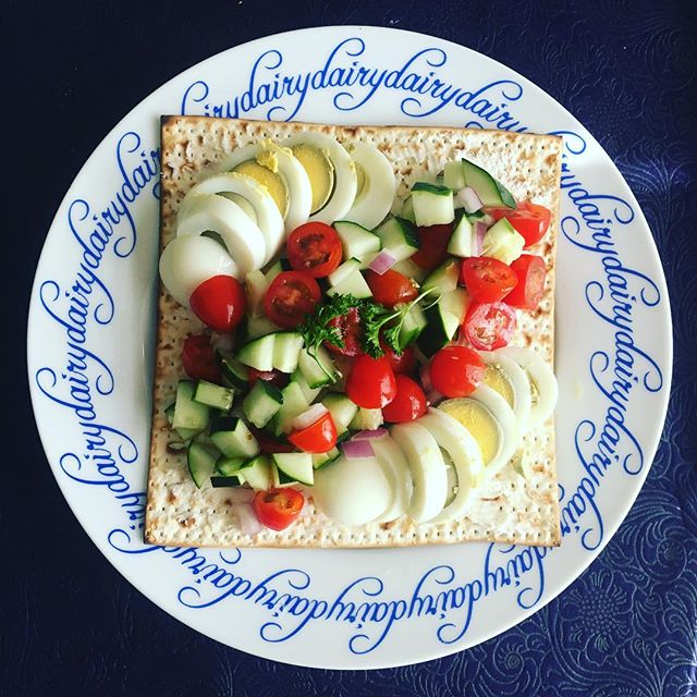 Using the powers of social media for good this morning. Pretty - but I'm #notafoodblogger. 🙌🏻🙌🏻🙌🏻 This an easy and meaningful way to give back. During Passover for each matzah photo posted to social media using hashtag #matzahchallenge, $18 will be donated to @ujafederation thanks to a few generous donors!