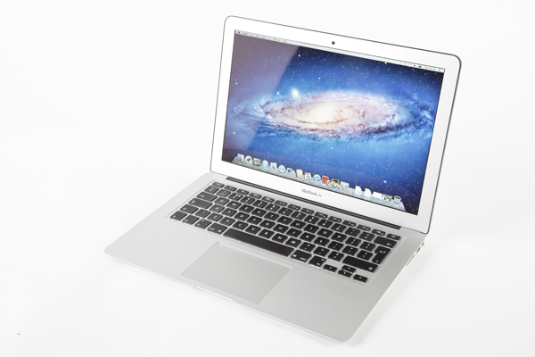 "Macbook Air 13"" com case e adaptador hdmi - Vendido :)   128 GB - Mid 2012   R$3.200,00"