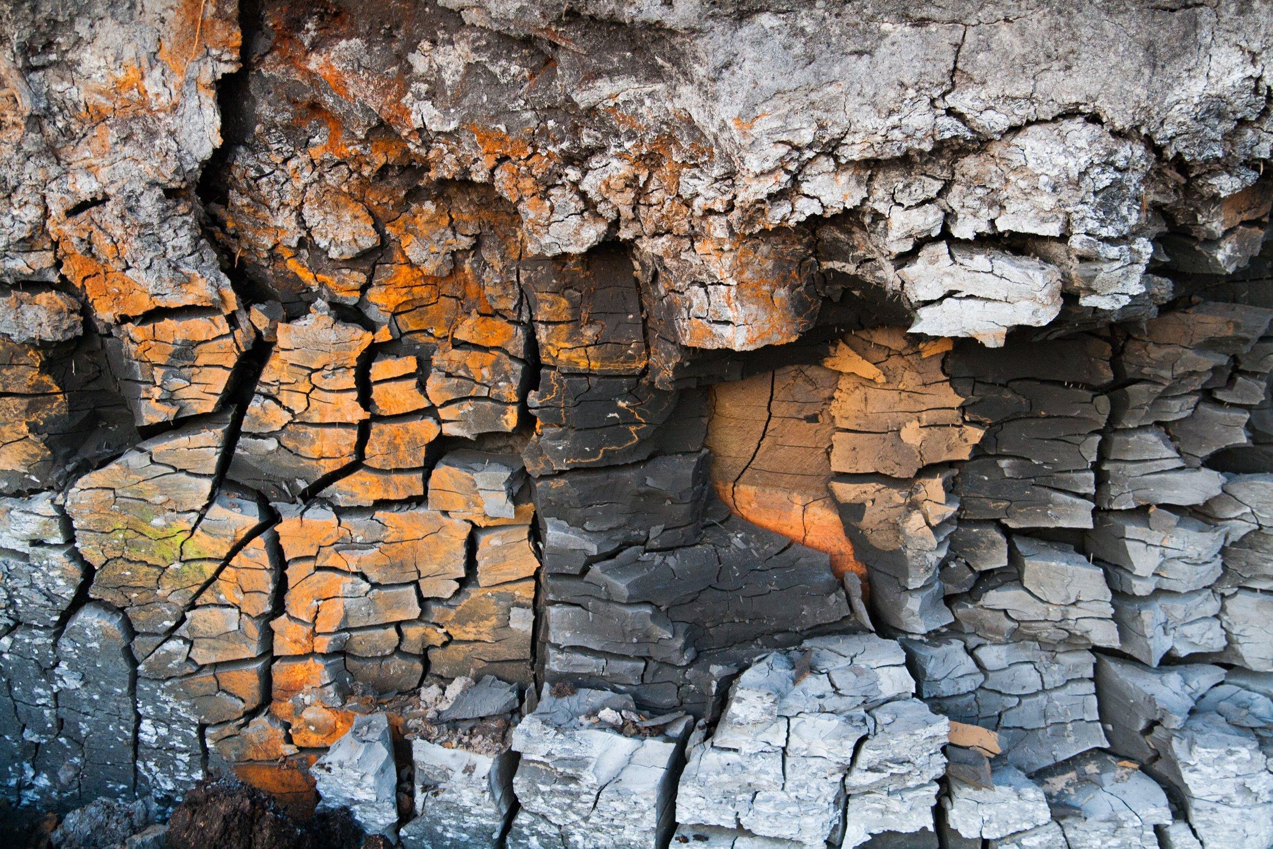 broken-clay-close-up-838981.jpg