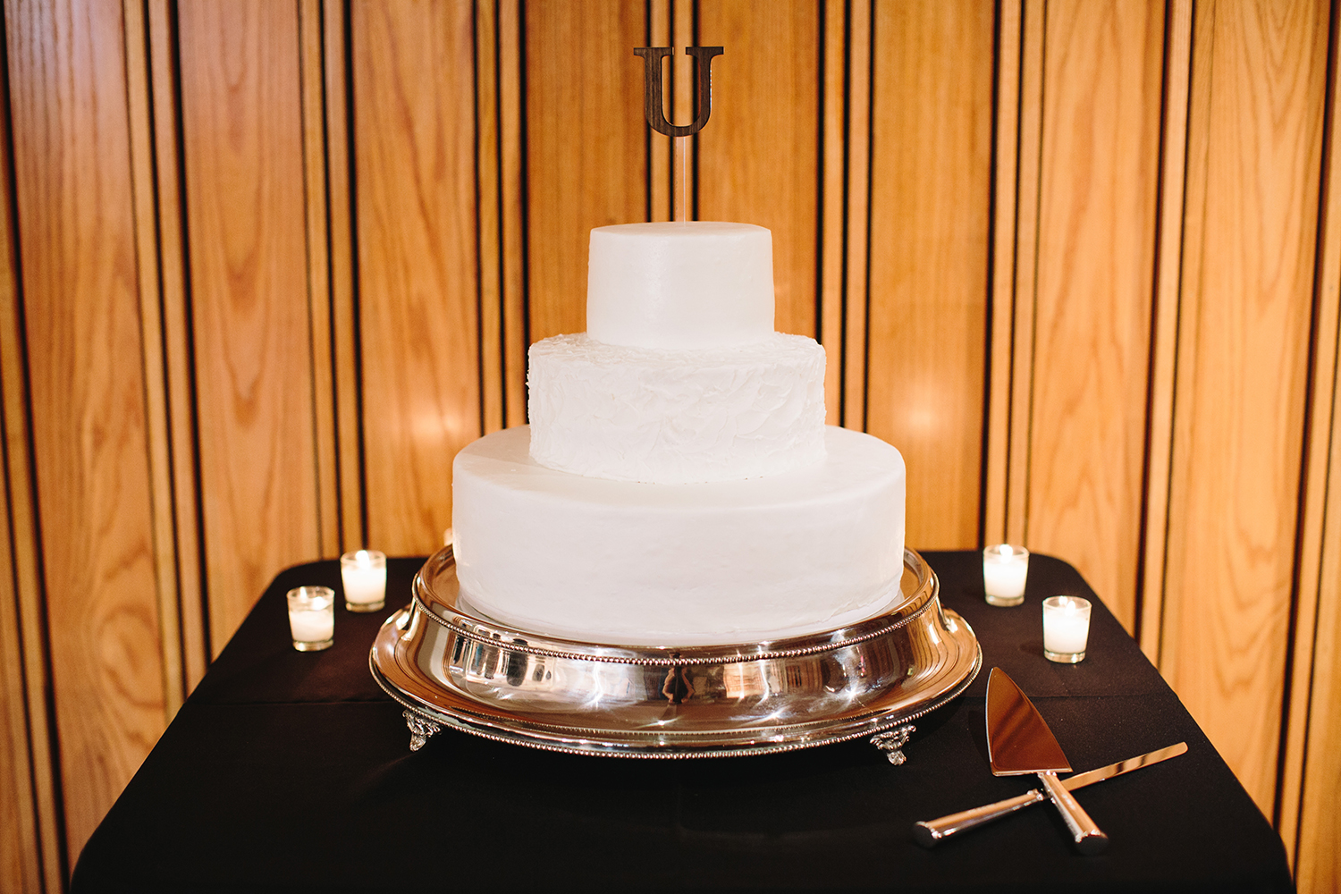 clean and modern white wedding cake