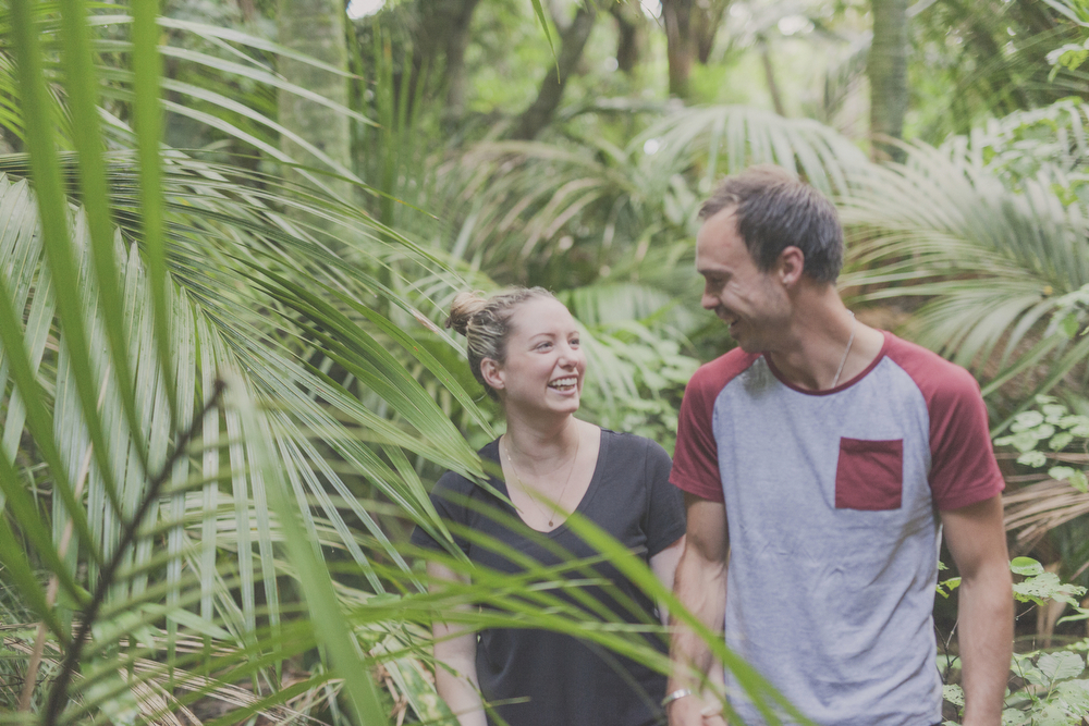 Engagagment photo session in amongst the palms trees in Kapiti, New Zealand. By Jenny Siaosi.