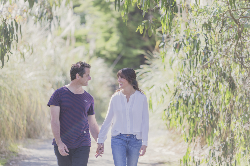 Engagement session on beach in Kapiti, NZ.Photography by Jenny Siaosi.