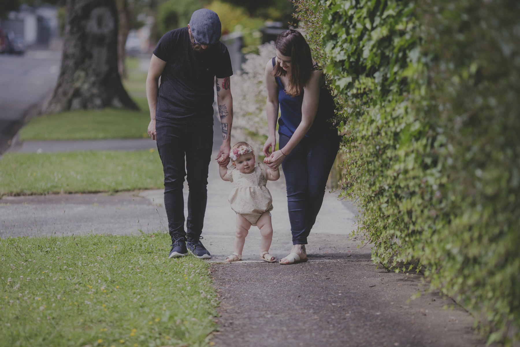 Natural and un-posed family photography in Wellington. Kelley and Braden and their daughter Lily by Jenny Siaosi Photography.