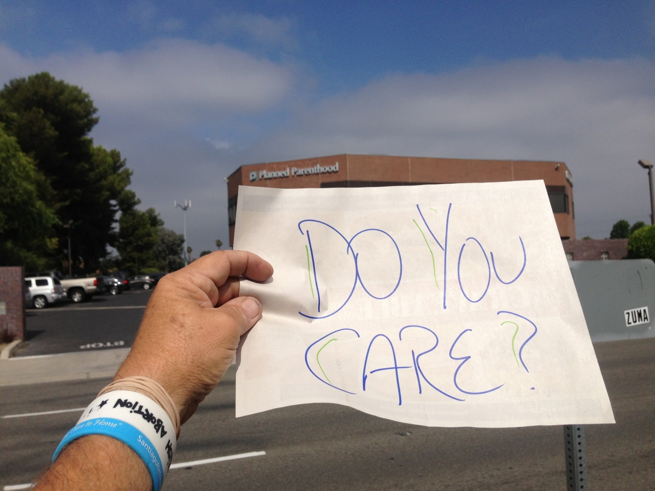 Len, Anaheim, CA: Does SoCal know its mothers go to #ABQ to get abortions up to birth?