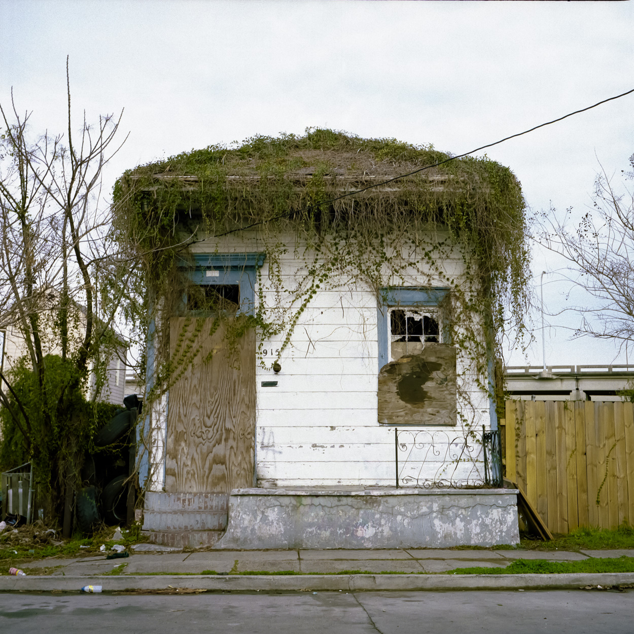 Another abandoned house has grown some hair on its roof.