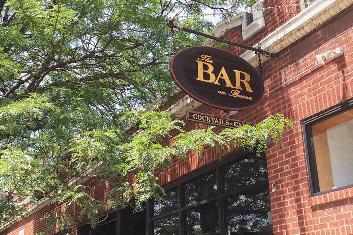 Sidewalk beers! – Photo:The Hop Review
