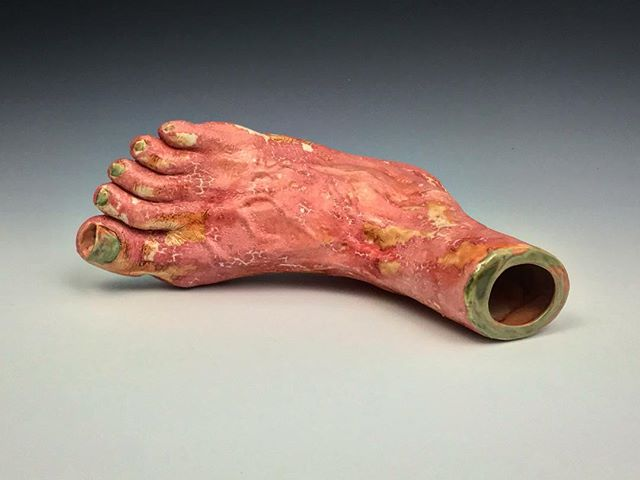 This is not a foot.👀Ceramic stoneware.🔥 Had fun slipcasting a bunch of these, more pics coming🤗 . . . . # ceramic #ceramics #ceramica #ceramicsculpture #art #art #sculpture #kunst #contemporaryart #pipe #smoke #420 #steamroller # foot #feet @smokable_objects