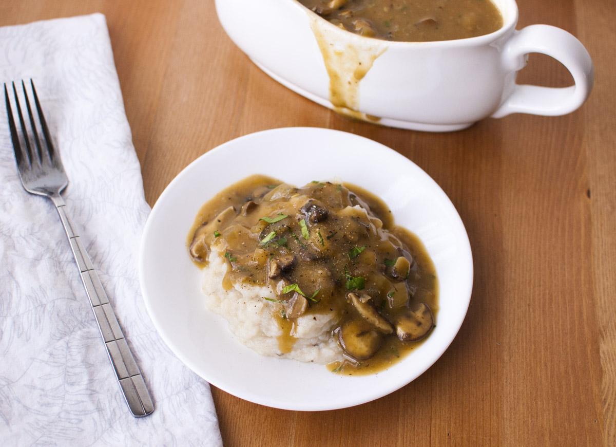 Vegan Mushroom Gravy (gluten free, oil free and delicious!)