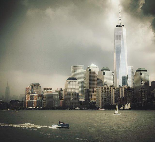 Stormy summer  #oneworldtradecenter #freedomtower #hudson #boats  #newyork #newyorkcity  #storm #rain #libertystatepark