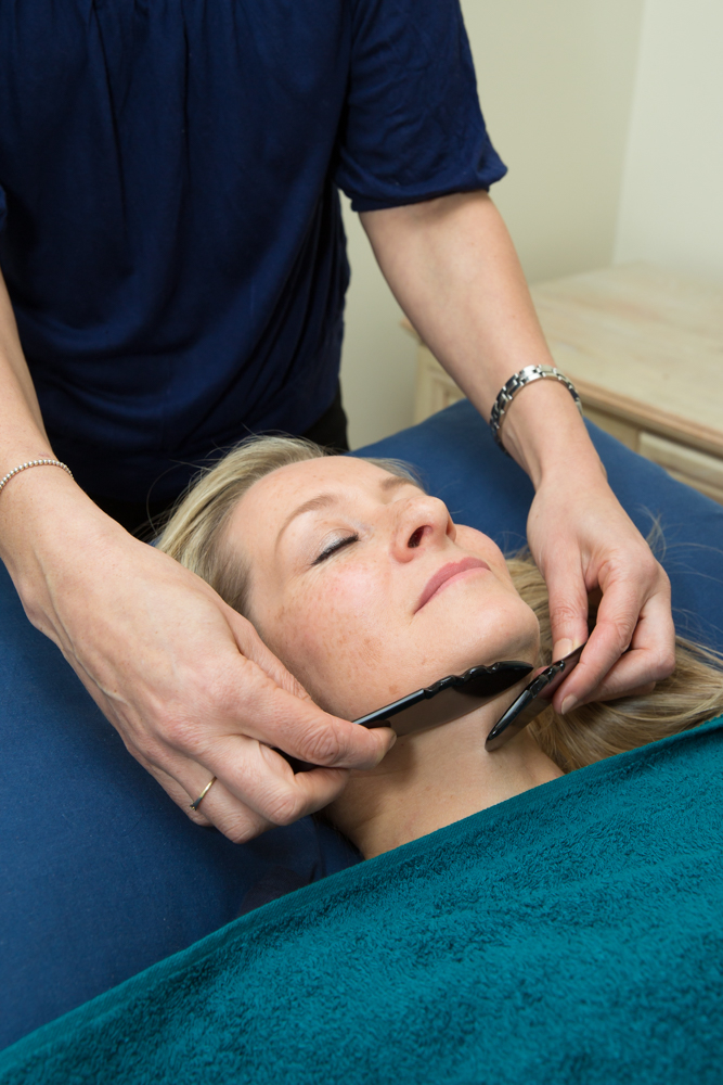 Facial massage is carried out before the acupuncture