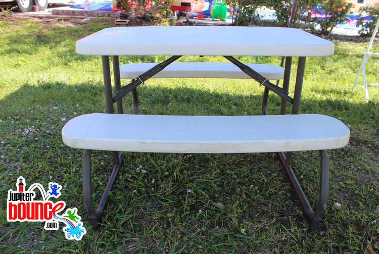 picnictable-kidstable-lakepark-lakeworth-friendlystaff-jupiter-palmbeachpartyplanning.jpg