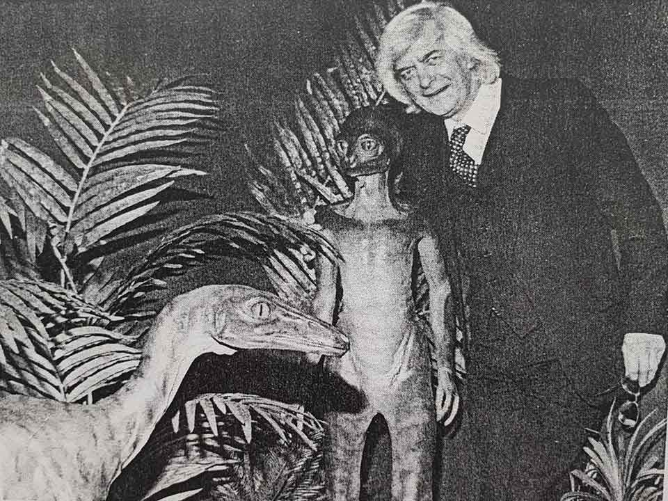 For its stint at the Royal Museum of Scotland in Edinburgh, publicity for Dinosaurs Past and Present included this photo-shoot, involving the late palaeontologist Beverly Halstead and Ron Seguin's troodontid and dinosauroid models. Halstead is at far right. I don't know if Halstead is goofing around (he has his arm around the dinosauroid's shoulders), but it looks like he is. Image: (c)  New Scientist .