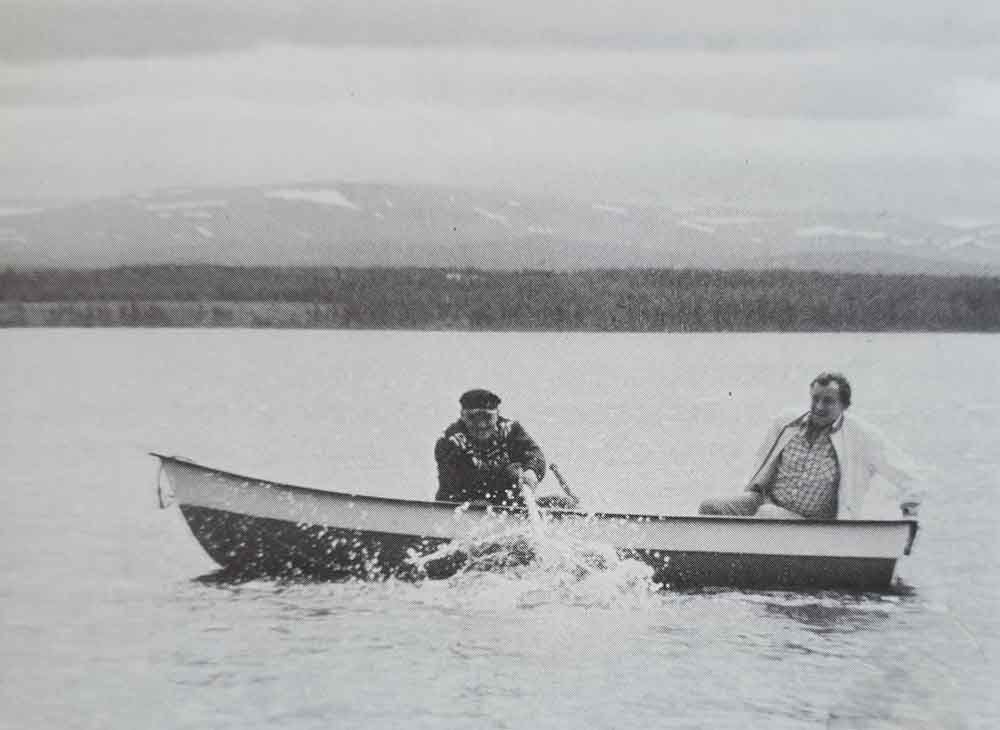The 'two people in a lake come so close to a monster that they have to hit it with an oar' trope has been taken seriously enough to inspire this re-enactment, this time involving the Lake Storsjö monster of Sweden. The man with the oar is Ragner Björks. Image:   Bord & Bord (1980)  .