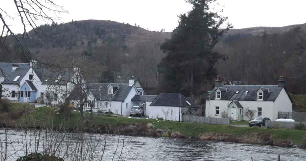 A key character in the Loch Ness saga is water bailiff and journalist Alex Campbell. While at Fort Augustus, I got to see his waterside home, Inverawe. It's the building at far right here. Dinsdale spent time with Campbell immediately before seeing and filming his 'monster' of April 1960. Image: Darren Naish.