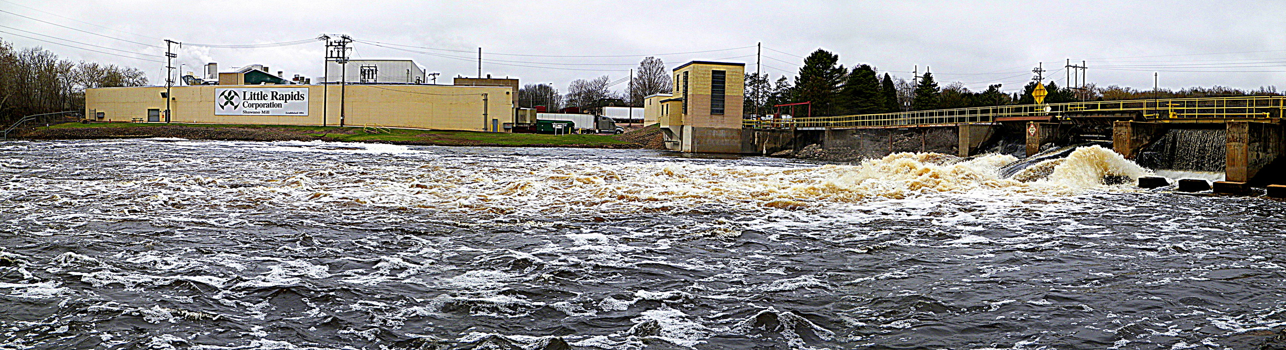 Panoramic of Wolf River in Shawano.