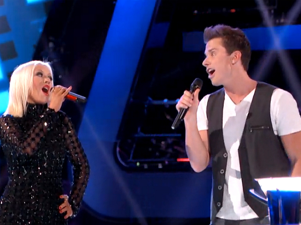 Christina Aguilera Jumps On Stage