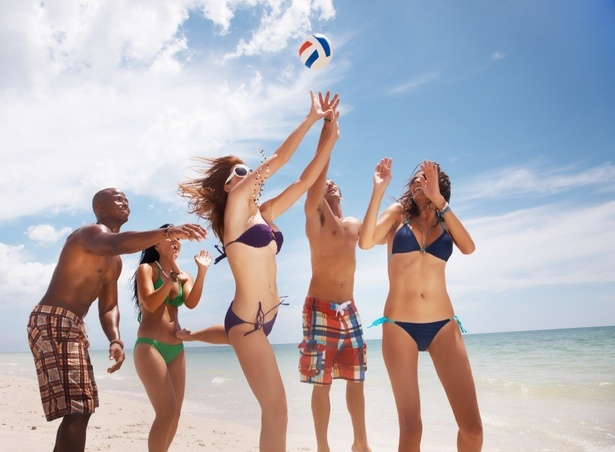 How to Burn 500 Calories at the Beach
