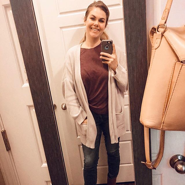 This sums up my style. Slap a cardigan on it and call it a day! @target is my favorite place to get mine. More specifically their Urban Thread line.  Photo taken a few weeks ago before I chopped the hair off! But still, hold true. . . . . . .  #seeksimplicity #ootd #aboutalook #outfitoftheday #outfitdiaries #whatiwear #styleoftheday #whatiworetoday #backtominimal #lookoftheday #trueoutfit #targetstyle #momlife #momstyle