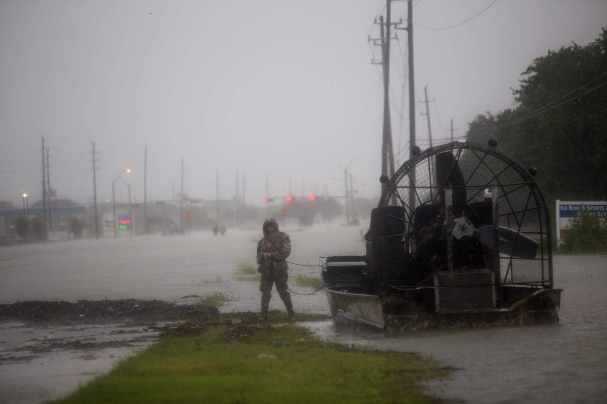 2017-08-28_Hurricane_Harvey_Harlem_Boat_Pu.Ying.Huang0019.jpg