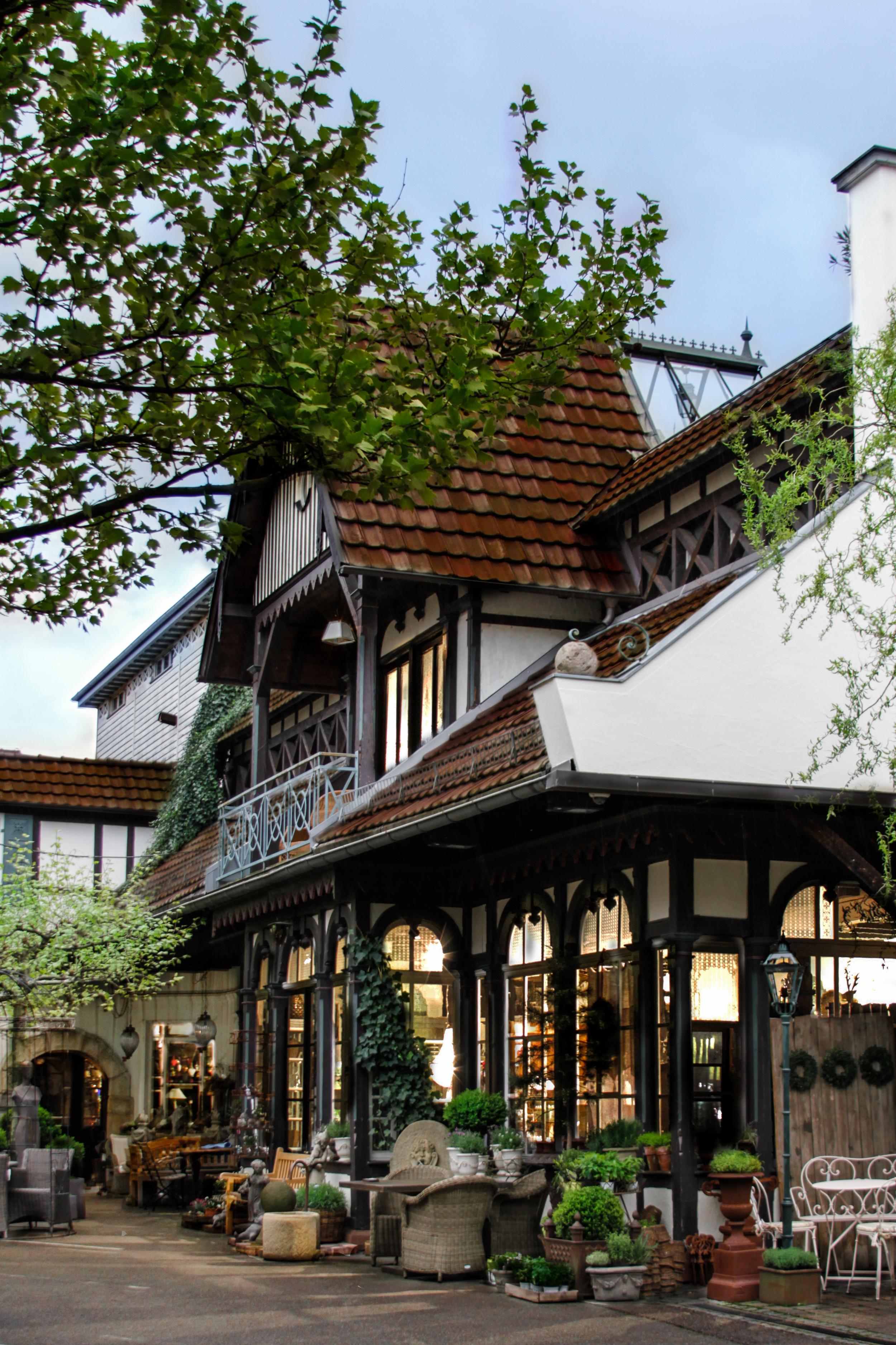 Unser Hauptgebäude aus der Epoche des Jugendstils