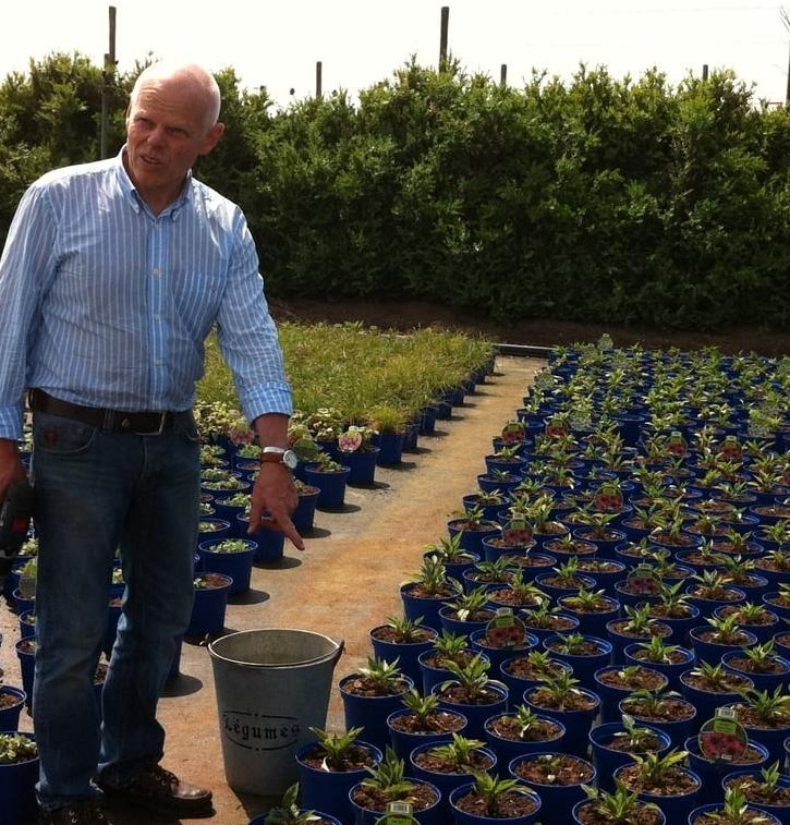 Dieter Henzler bei der Gartenbauberatung