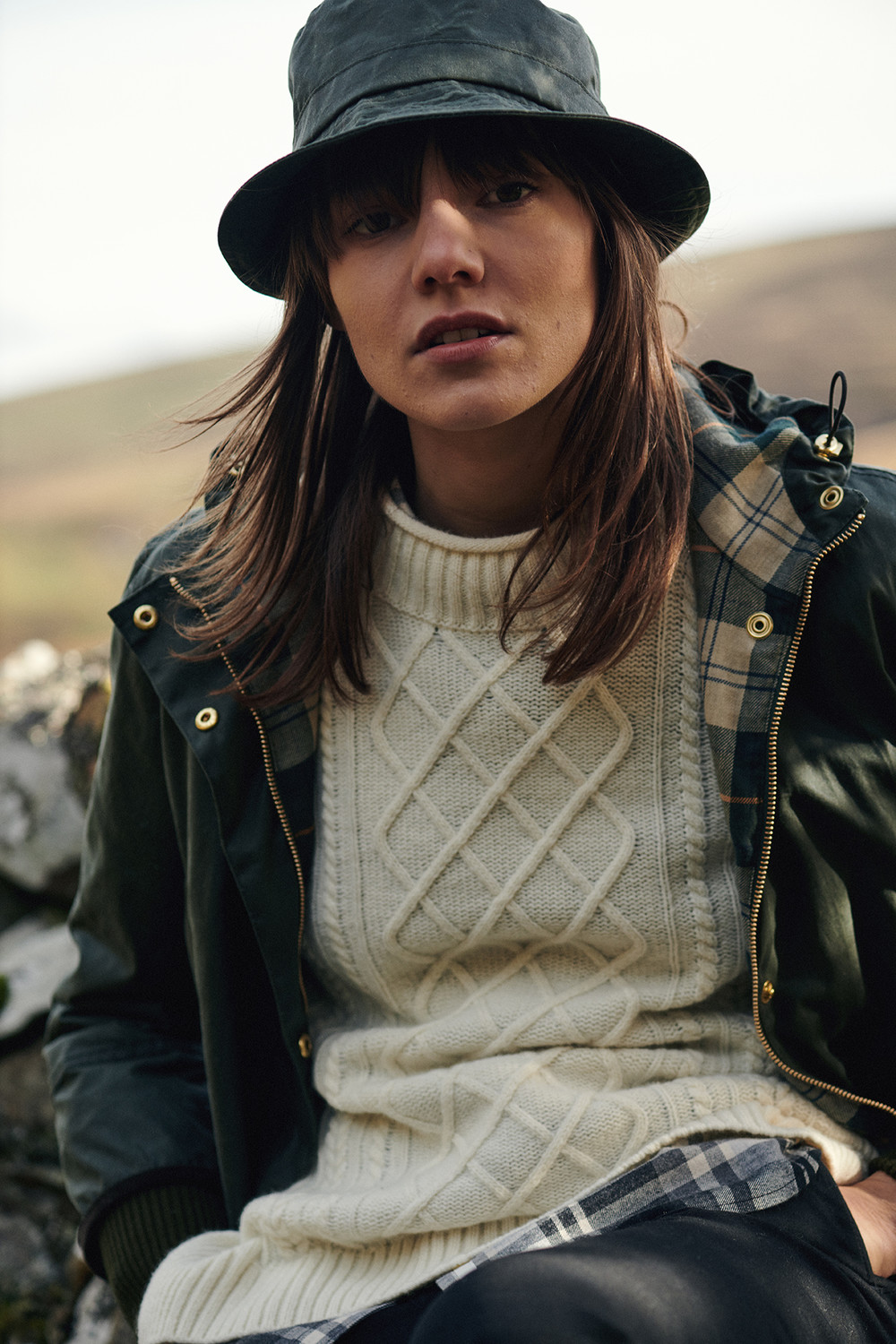 AW19_Barbour Modern Country_Wood Warbler Wax Jacket_LWX0975GN72_Tyneside Knit_LKN0973CR71_72dpi_RGB _9_.jpg