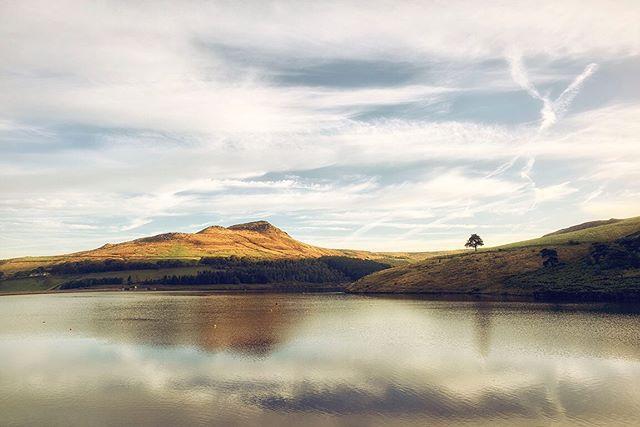 Great early morning light up @rspb_love_nature #dovestone Reservoir on Saturday. @unitedutilities #leica #saddleworth #landscapephotography #leica #leicauk