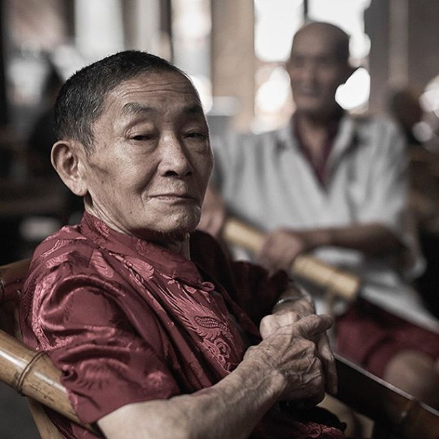 I experienced a fantastic opportunity for my visual storytelling when working on location in China and meeting interesting people in Sichuan.  hashtag #reportage  hashtag #reportageportrait  hashtag #environmentalportraiture #sichuan #china #asia #teahouse #pengzhen #guanyin