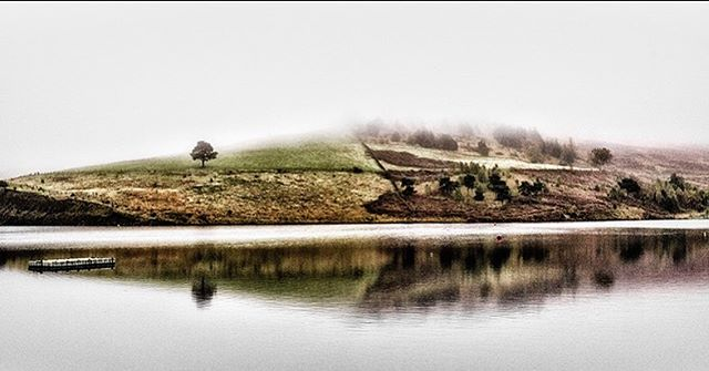 Autumn Mist and Colour. #dovestonereservoir #dovestone #saddleworth #greenfield #landscape #leica #leicacamera #leicamp #summilux #fineartphotography