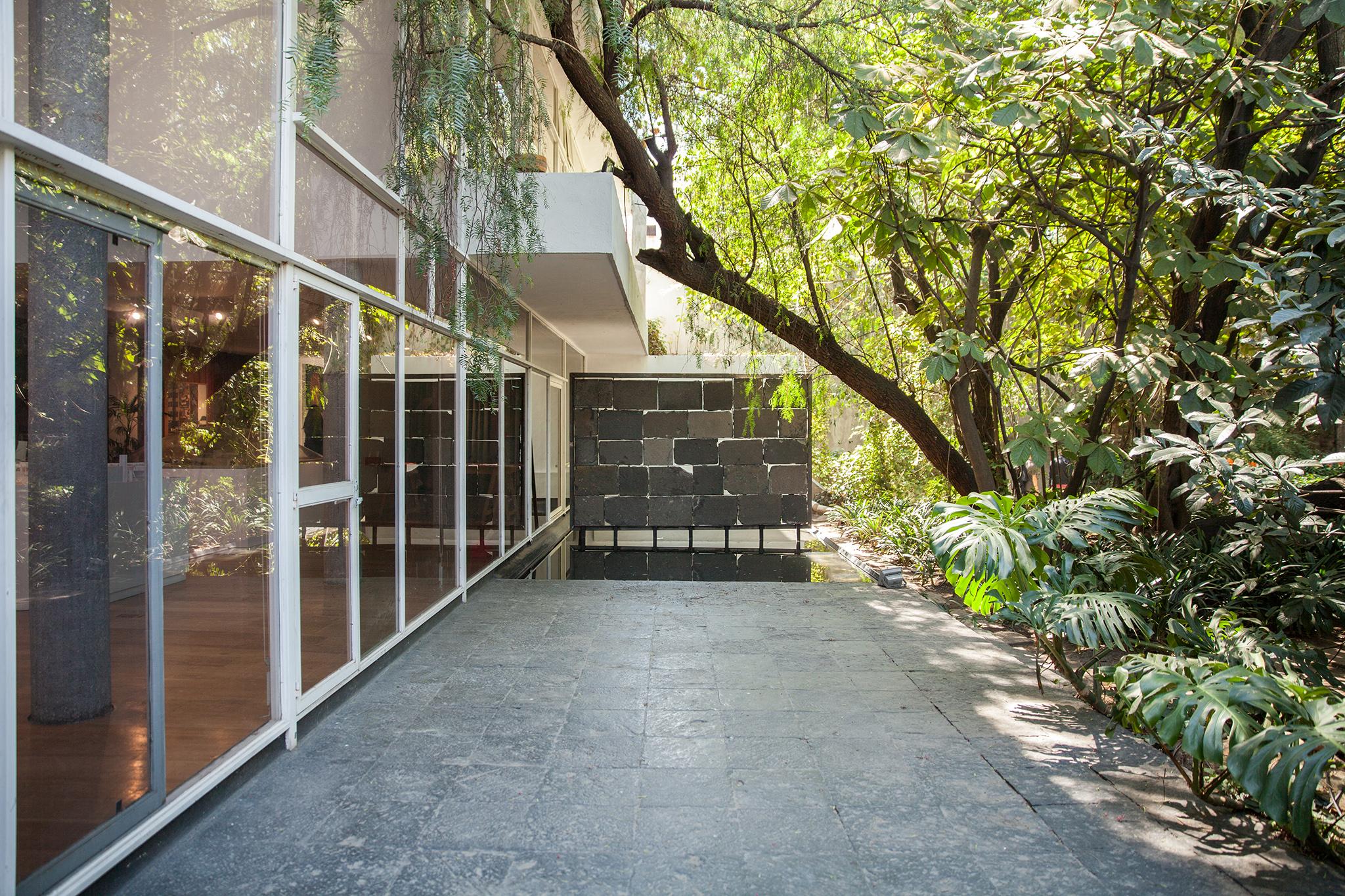 Next door to Casa Estudio Luis Barragán is the peaceful Archivo Diseño y Arquitectura- a great stop if Barragán is sold out!