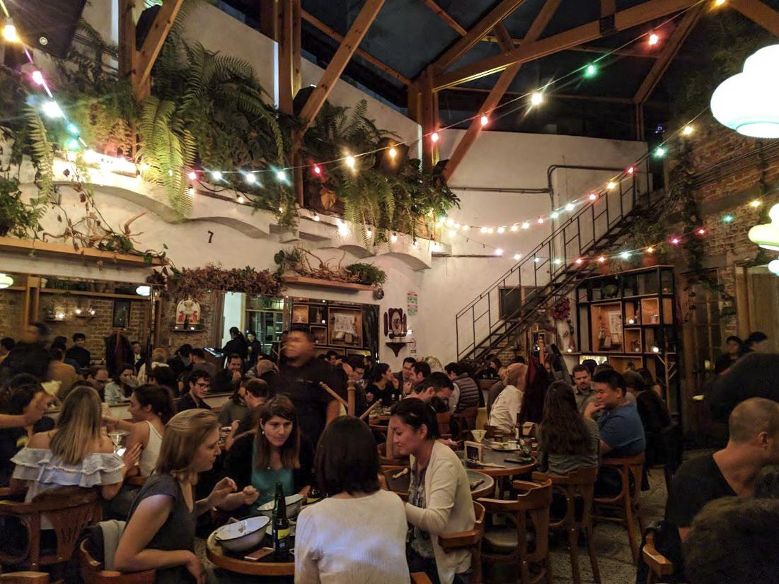 Lively late-night dinner scene at Páramo