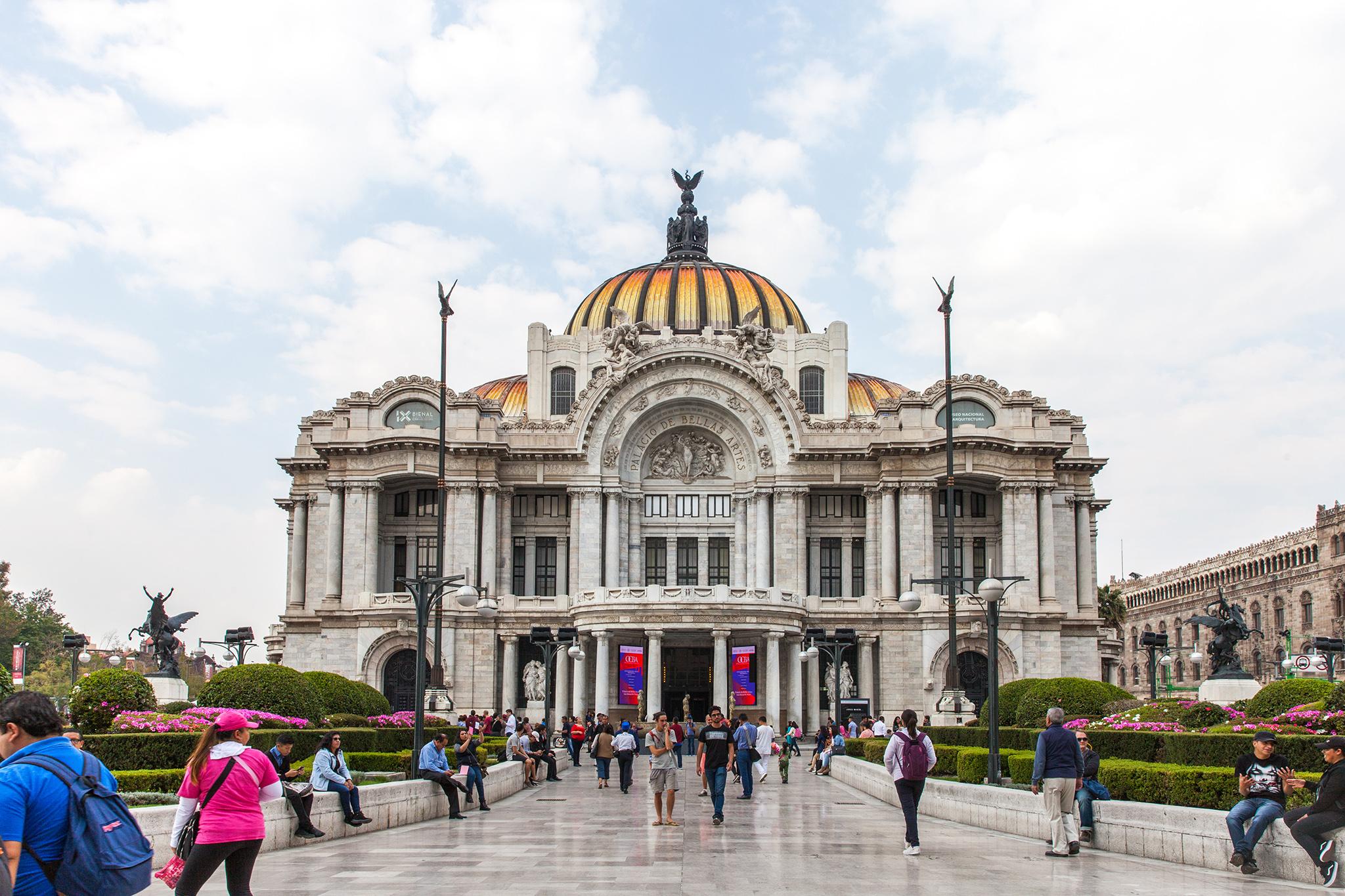Palacio de Bellas Artes, sadly closed on Mondays. Next time!