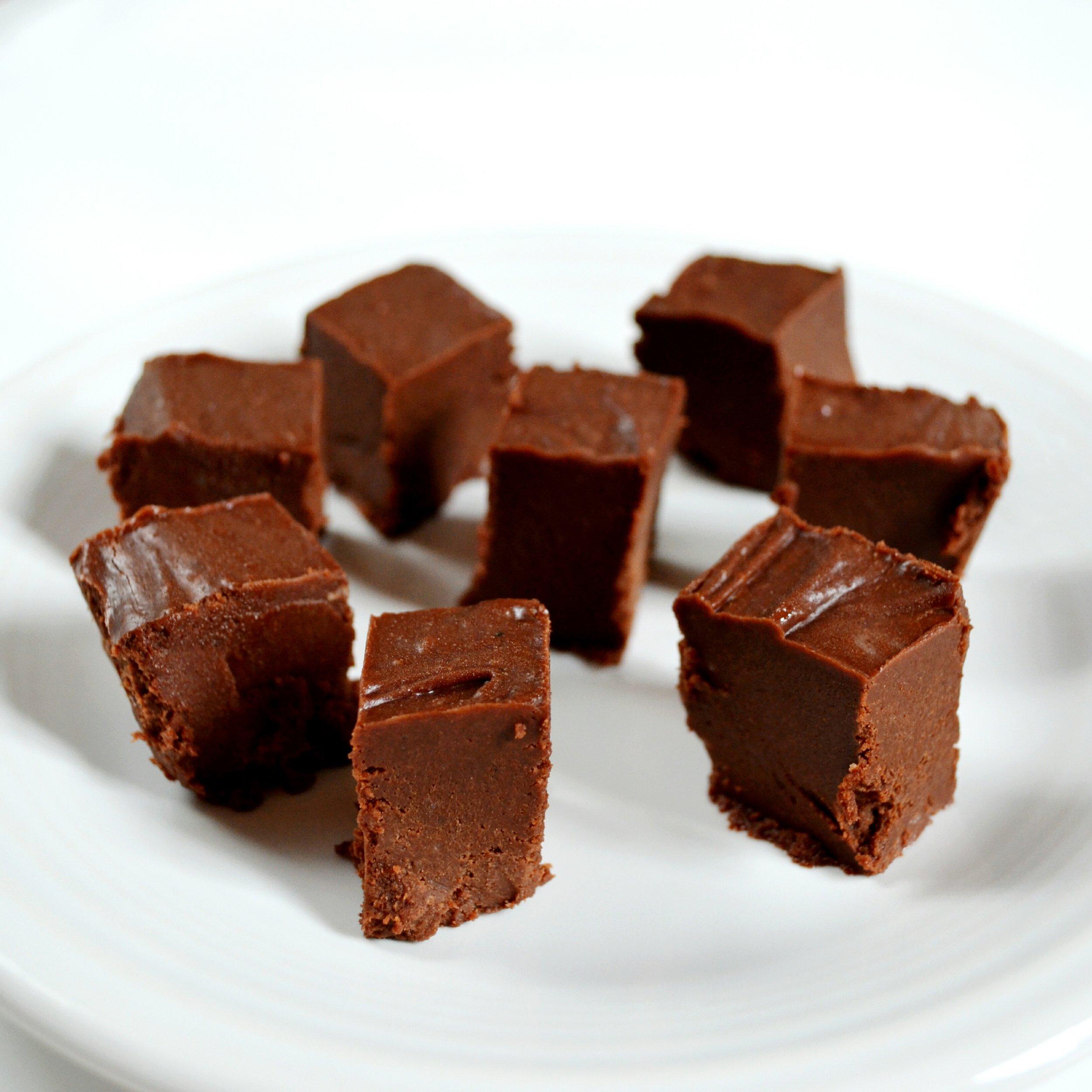 Healthy Chocolate Peanut Butter Fridge Fudge