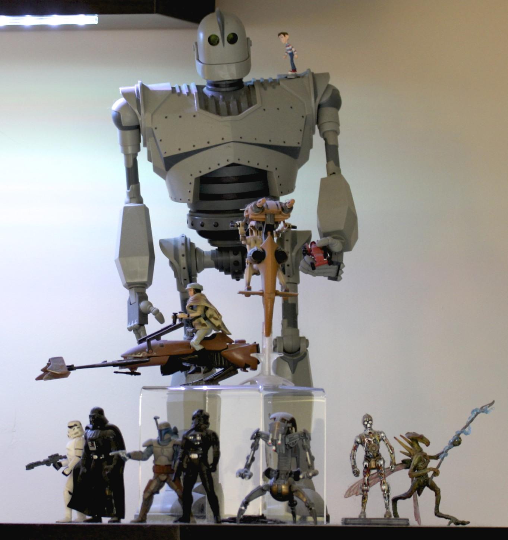 Iron Giant, Princess Leia on Speeder Bike, Battle Droid on STAP, Storm Trooper, Darth Vader, Jango Fett, TIE Fighter Pilot, Destroyer Droid, C-3PO and Geonosis Warrior.