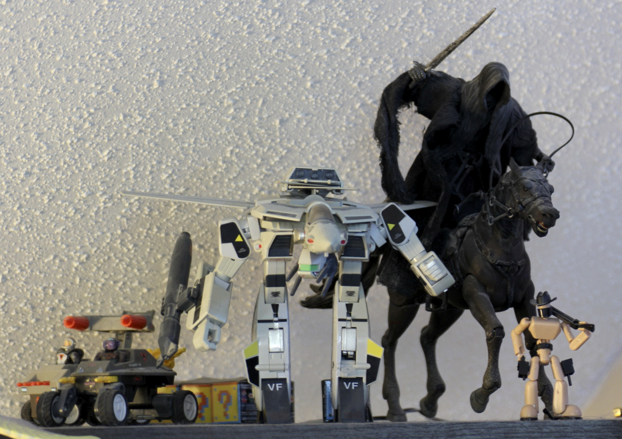 Lord   of the Rings  Ring Wraith, Stikfa Cowboy,  Robotech  Veritech Fighter