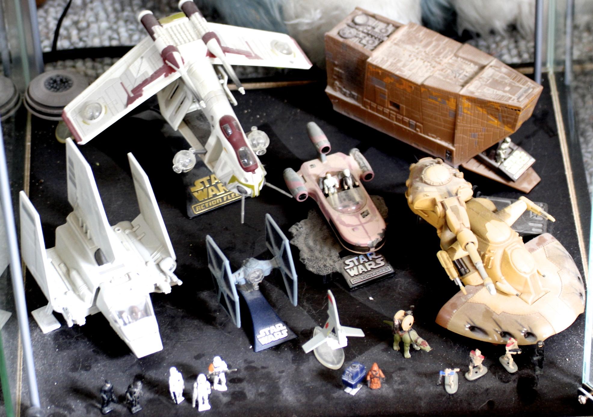Imperial Shuttle, Replublic Gunship, Jawa Sand Crawler, TIE Fighter, Land Speeder, Doird Battletank, etc.