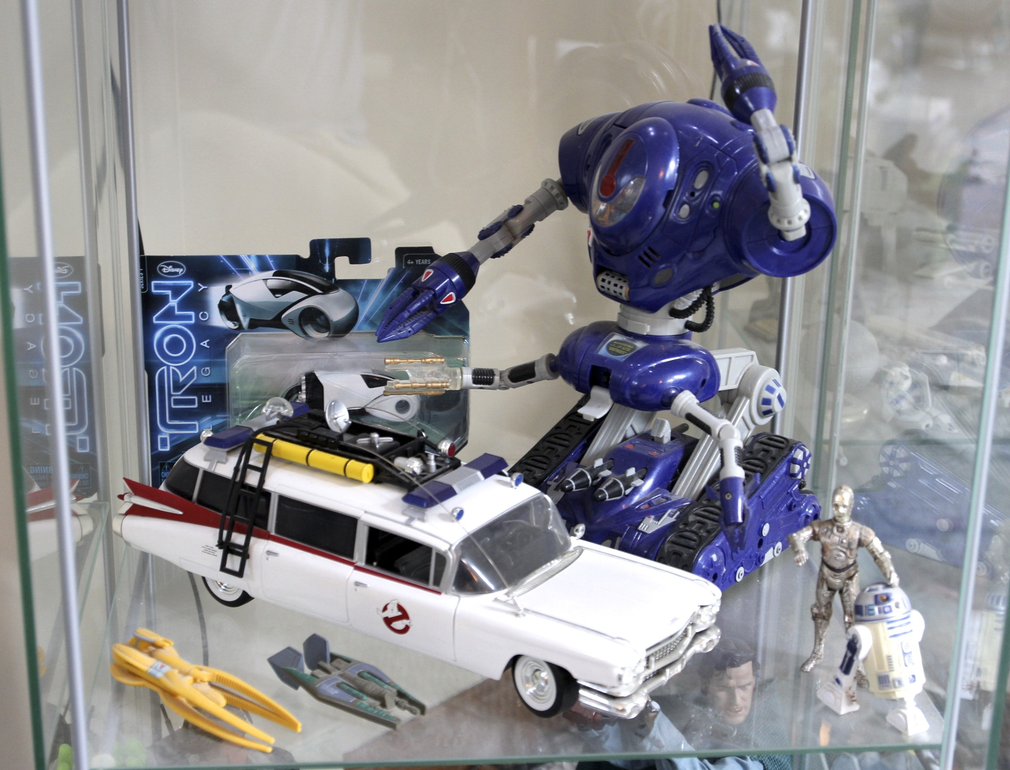 Ghostbusters  ECTO-1,  Lost in Space  Robot,  TRON: Legacy  Light Cycle,  Babylon 5  Spacecraft, C-3PO and R2-D2.