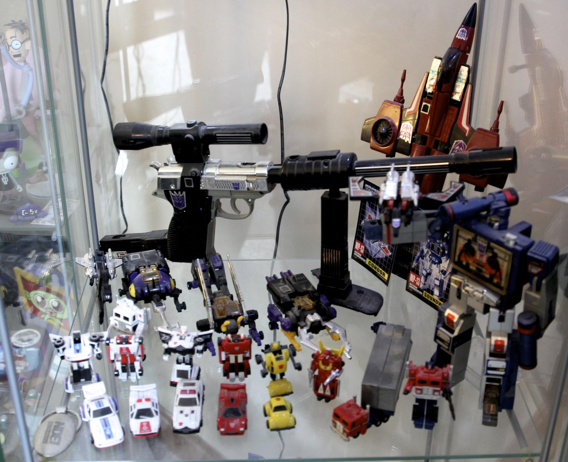Megatron, Thrust, Soundwave, Laserbeak, Ravage, Insecticons, Micro Transformers.