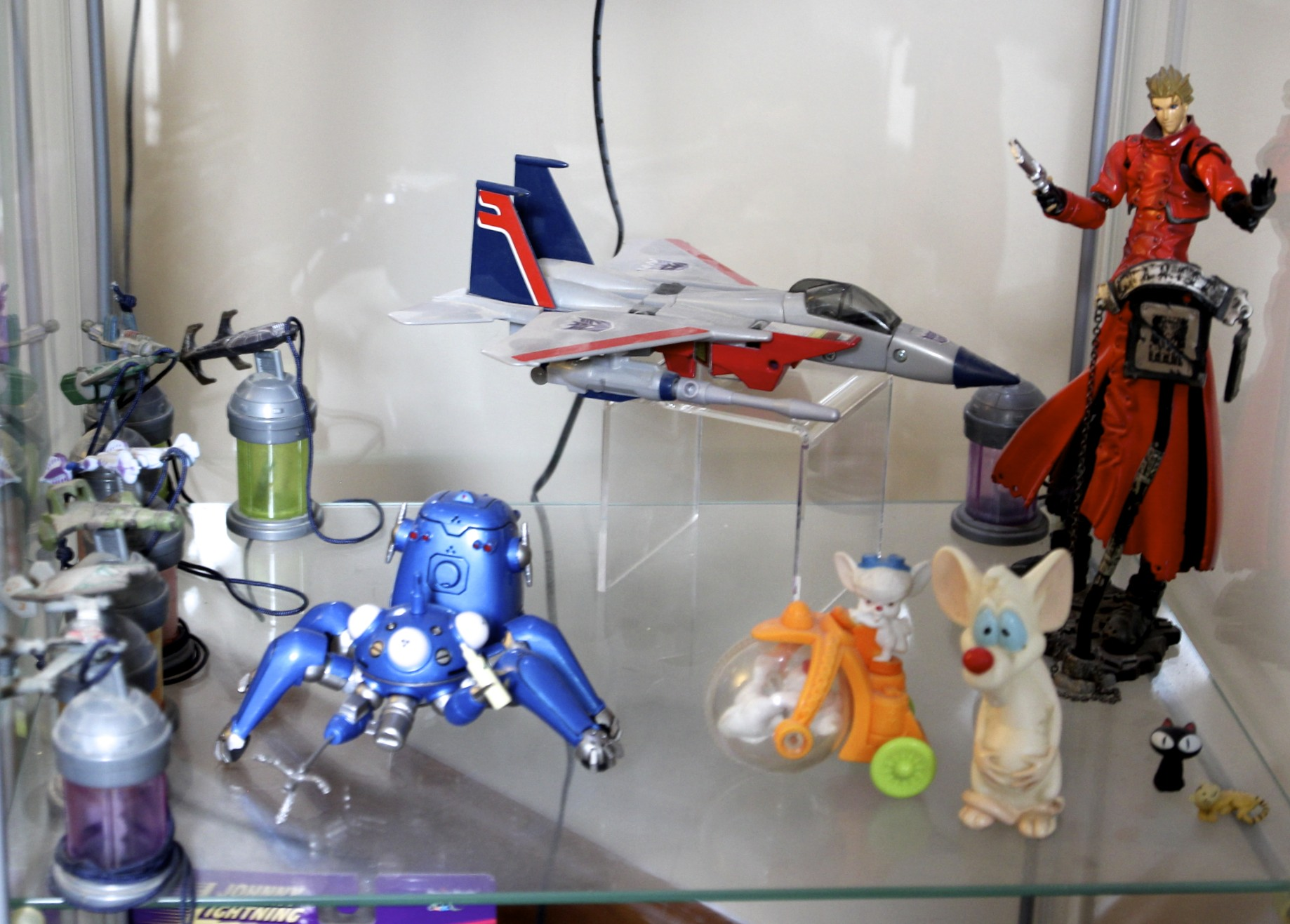 Babylon 5  Starships, Starscream,  Trigun's  Vash the Stampede,  Ghost in the Shell  Tachikoma,  Animaniacs Pinky and the Brain.