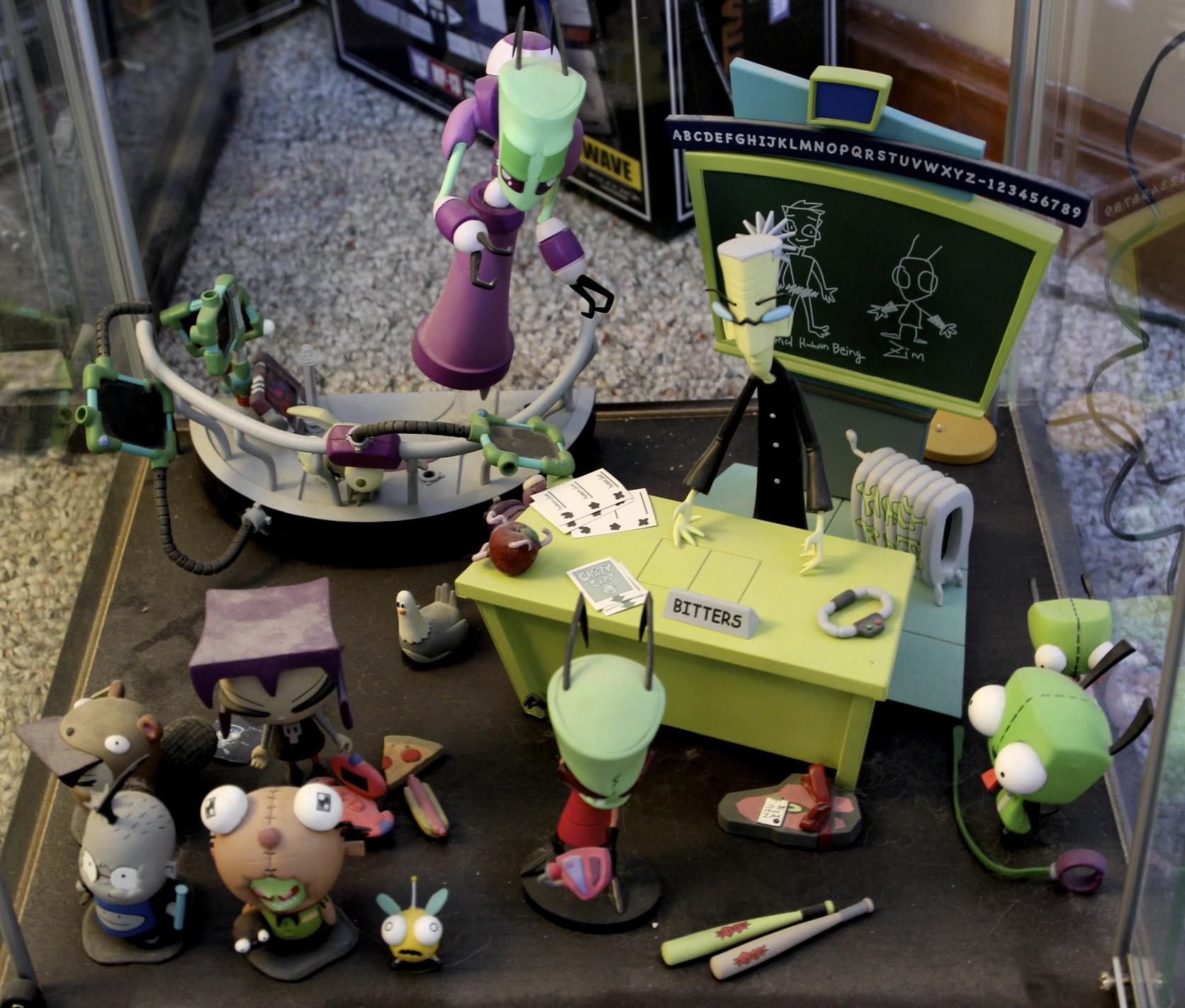 Almighty Tallest's Command Center, Mrs. Bitters' Desk, Gaz, Zim, GIR.