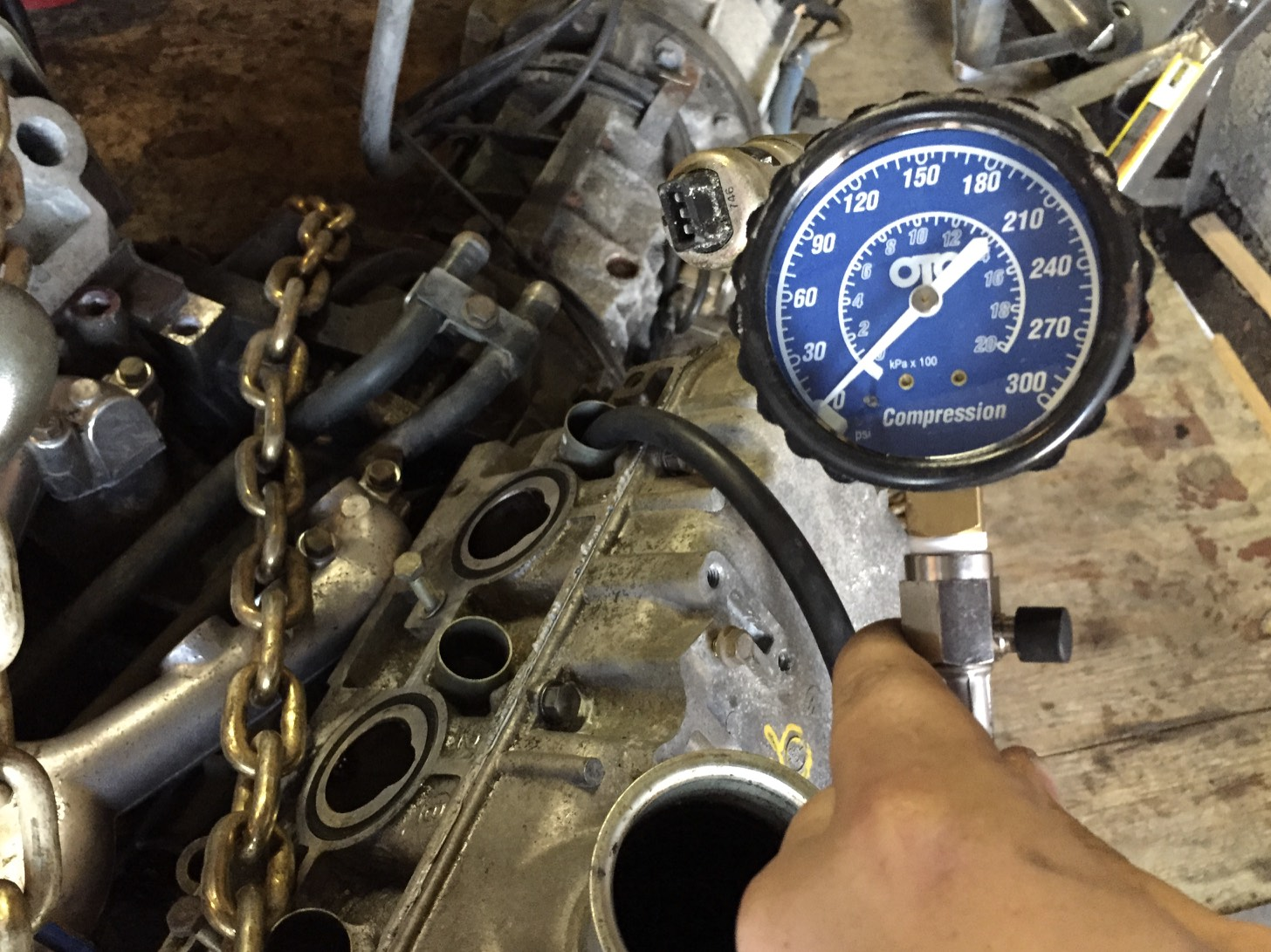 The gauge installed in the #1 cylinder, ready for the engine to be cranked.