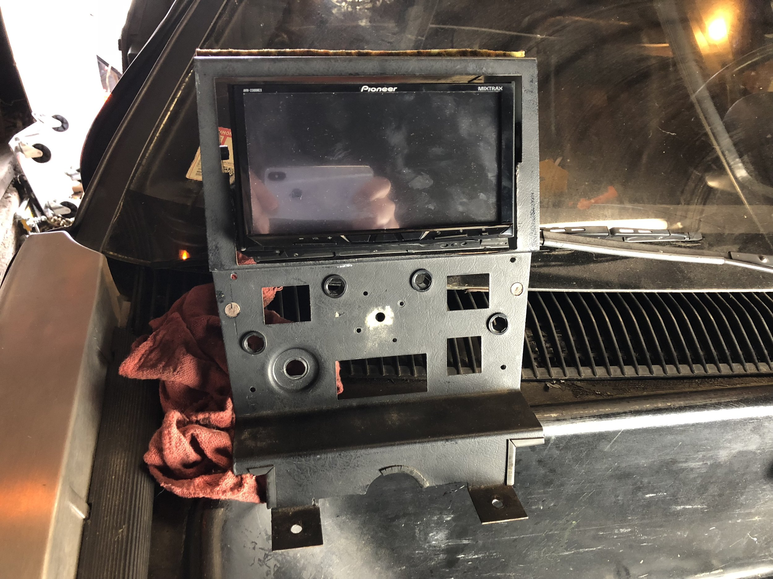 The head unit positioned in the center stack.