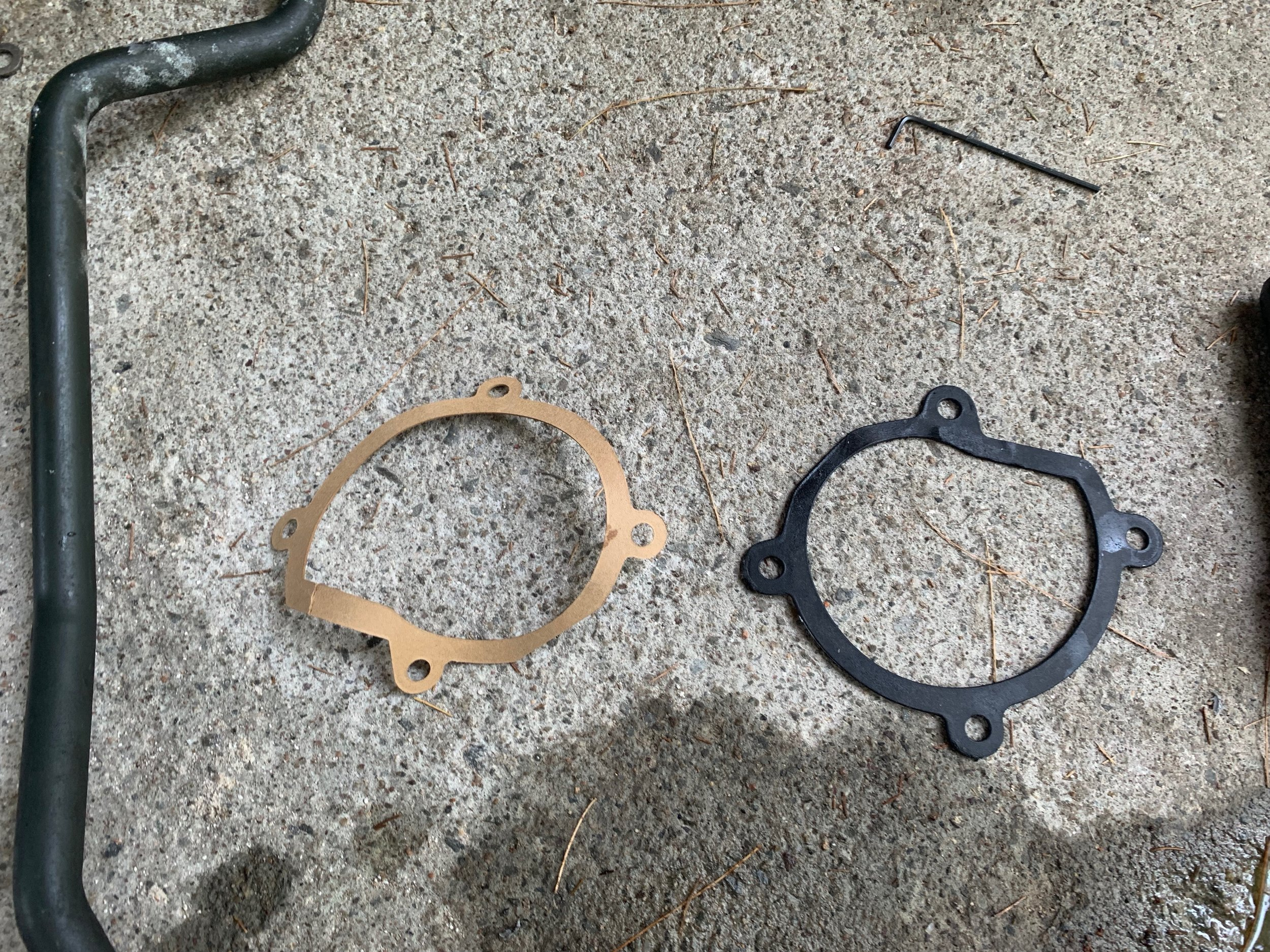The cheap paper gasket that came with the new pump, and the nicer rubber gasket on my old pump that I reused.