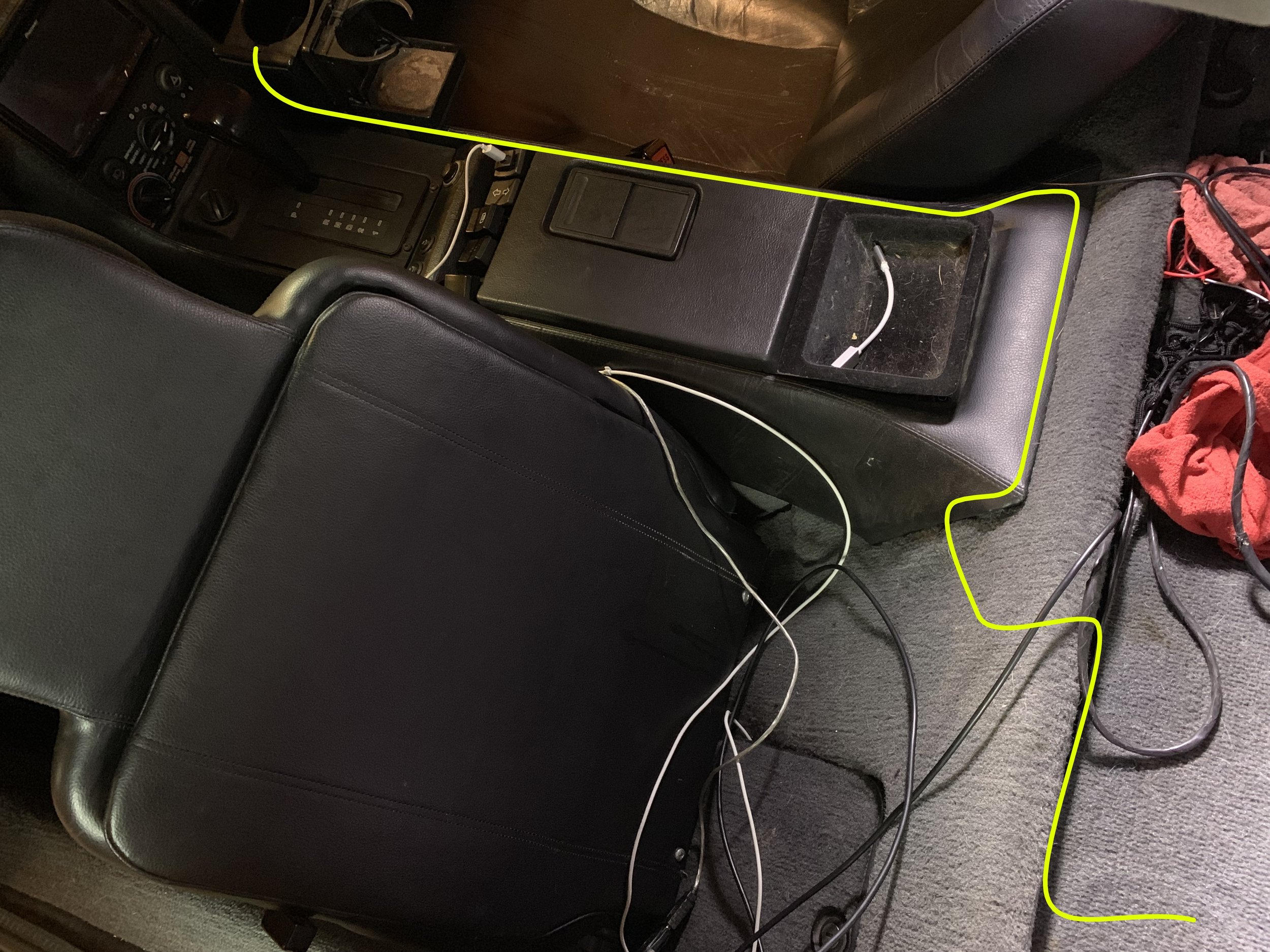 The path (yellow) of the DB15 cable from MegaSquart (bottom right, behind the driver's seat) to the passenger side of the cabin (top left).
