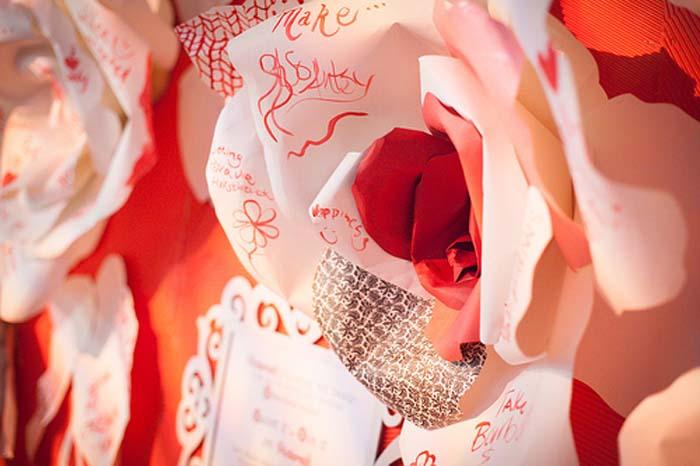 8.red-roses-juvenilehalldesign.com-blog.jpg