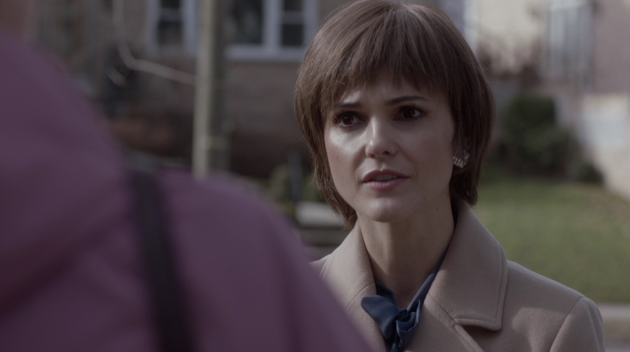 Elizabeth's wig doesn't even look like real hair this time