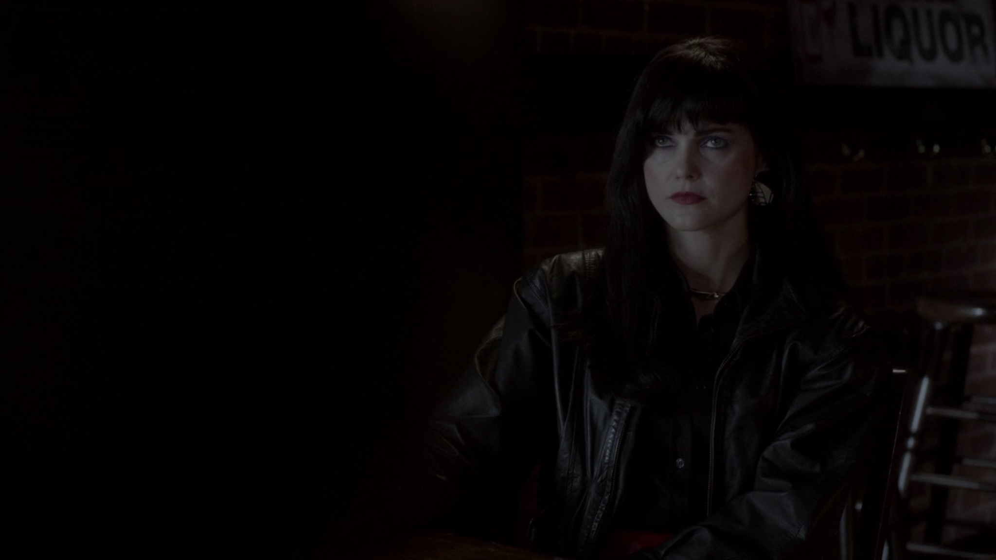 Liz back in this badass disguise to meet her informant