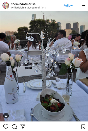 This centerpiece features a hanging glass tree, a real eye catcher!