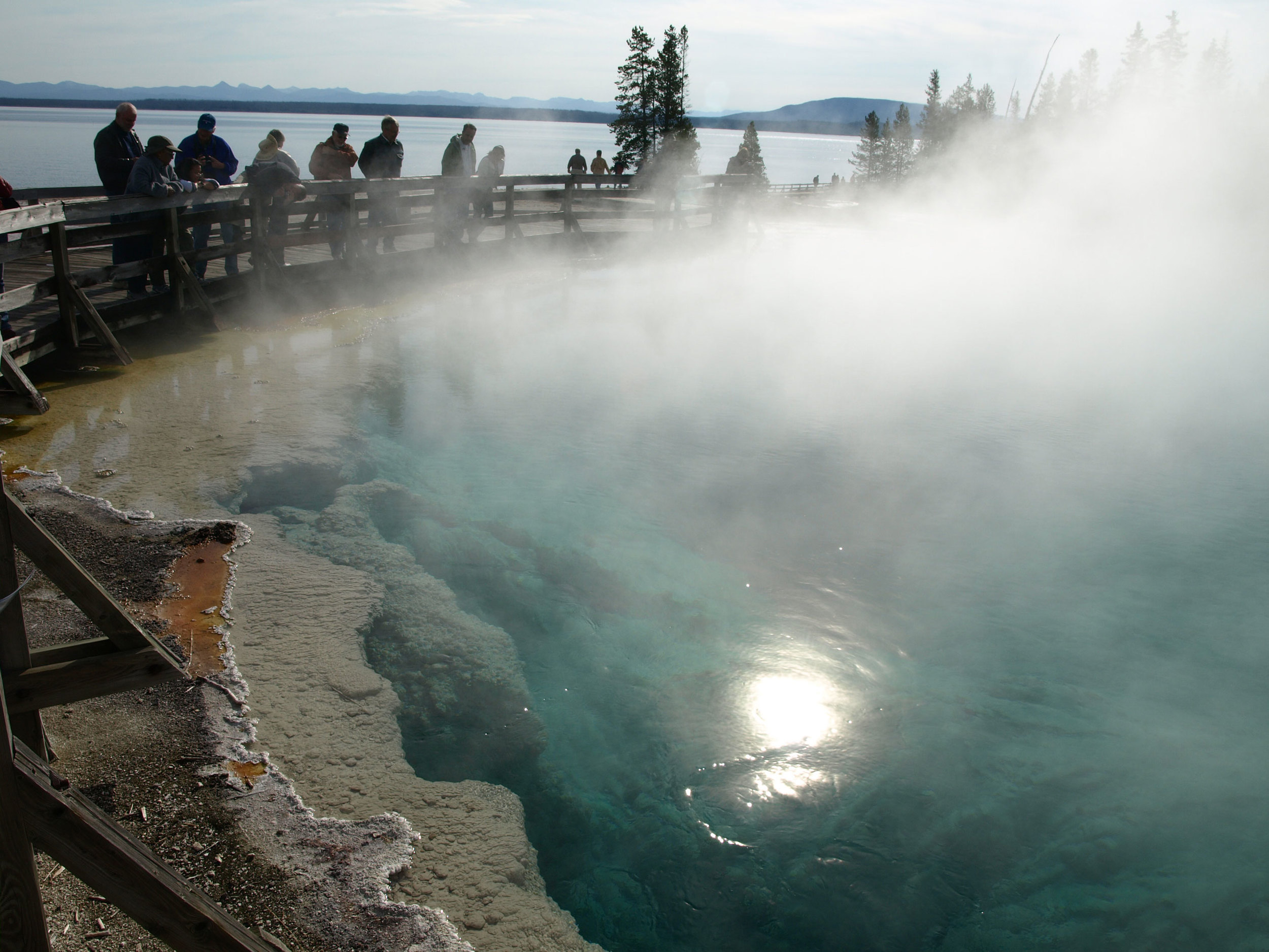 ThermalPool-Yellowstone-566k.jpg