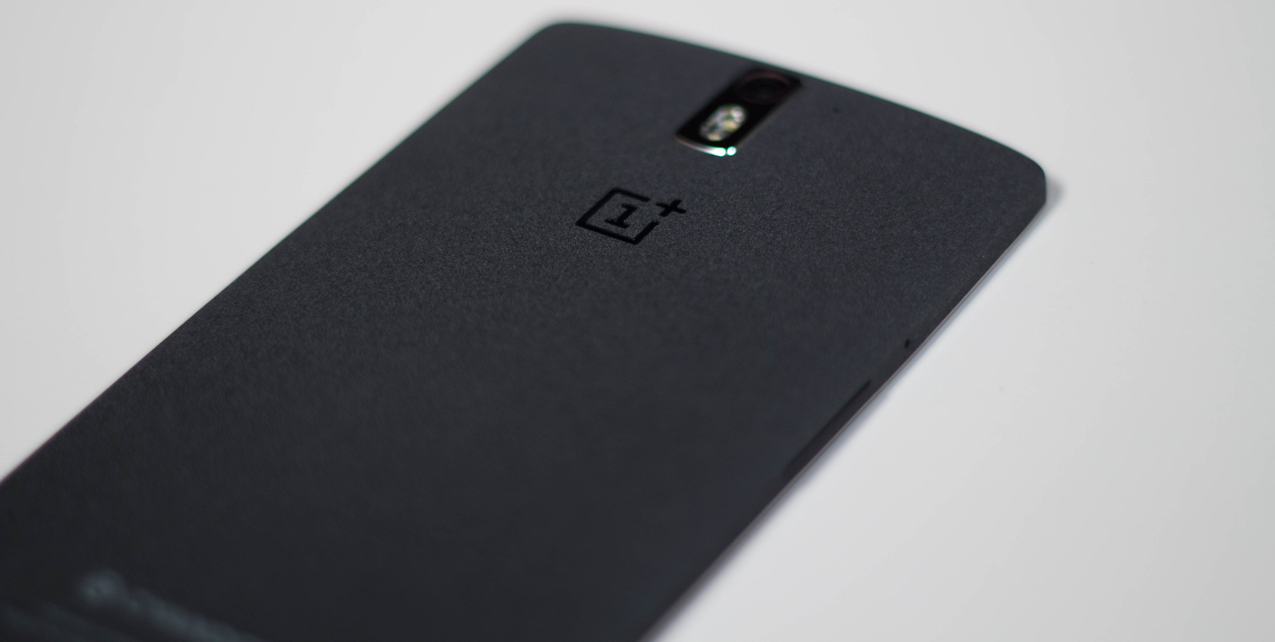 The Sandstone finish on the back of the 64 GB OnePlus One.